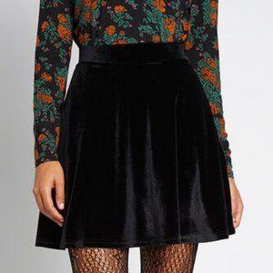 H&M Black Crushed Velvet Flare Mini Skirt Size 4
